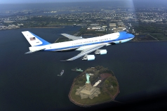 Air_Force_One_photo_op_incident-_altered_by_DoD